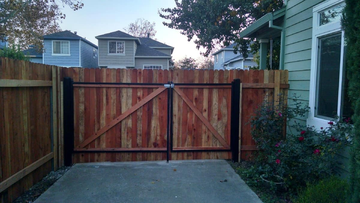 Wood Fencing Gallery - Aguilar Fence Inc