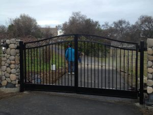 IRON DRIVE GATE - BLACK