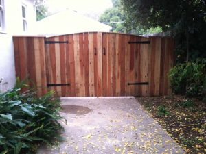 REDWOOD DOUBLE GATE